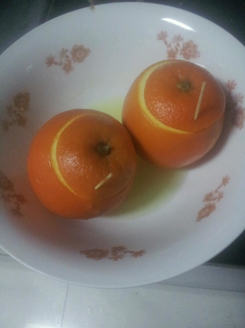 主料 1个 盐少许 盐蒸橙子的做法步骤 小贴士 橙子最好选甜度