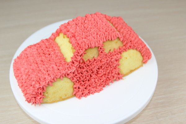 可爱的小汽车生日蛋糕儿