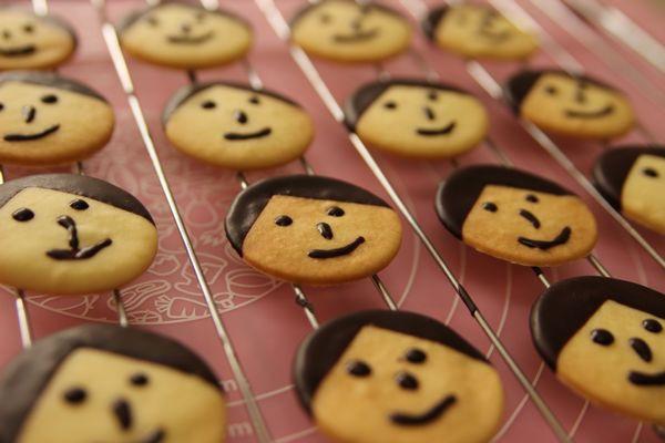2013-11-12 番茄对可爱的东西一点都没有抵抗力,今天这款娃娃饼干就