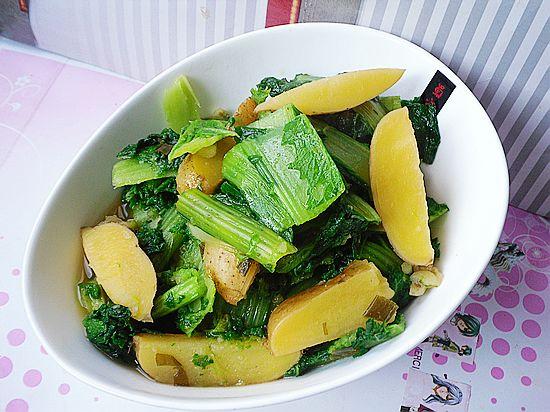 【小白菜炖土豆】的做法