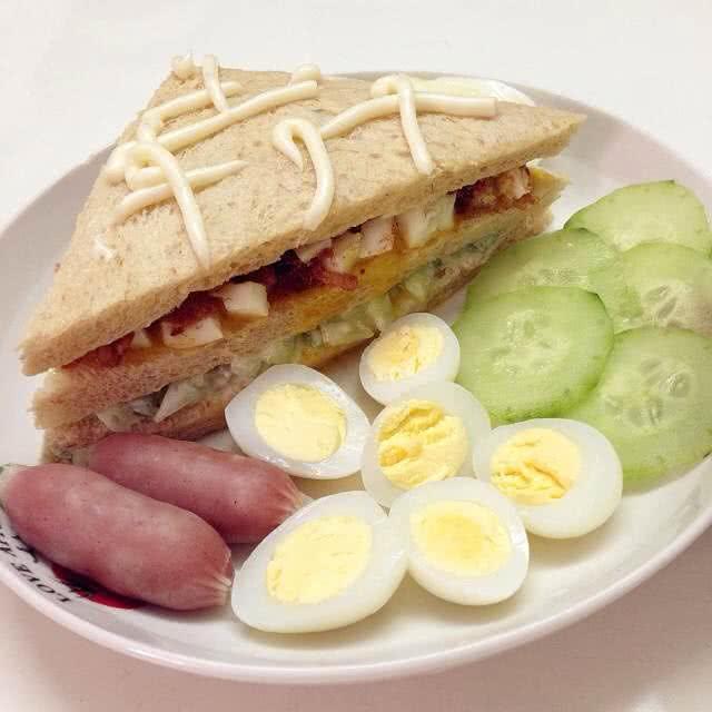 鸡蛋肉松三明治的做法步骤