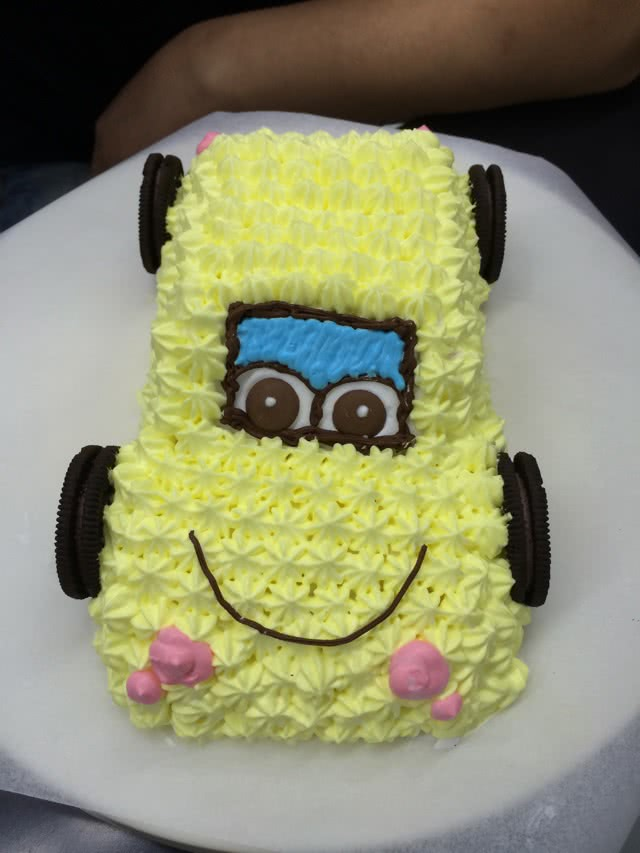 小汽车卡通蛋糕的做法