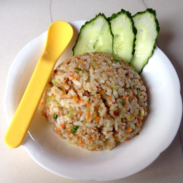 宝宝食谱:莴笋胡萝卜肉末蒜香炒饭的做法_【图解】:胡