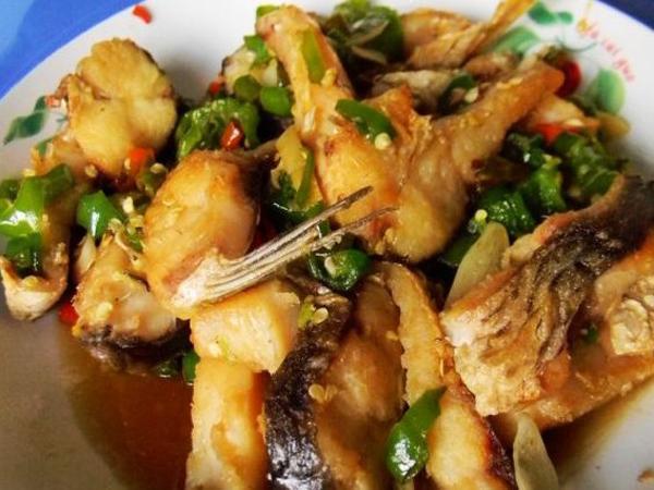 青椒烧鱼块的做法_【图解】青椒烧鱼块怎么做好吃_twg
