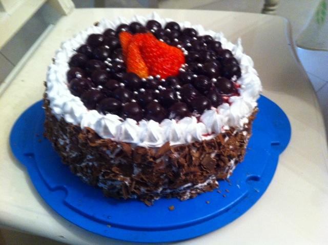 没有樱桃的黑森林. 巧克力黑森林蛋糕. 极致的细腻--.
