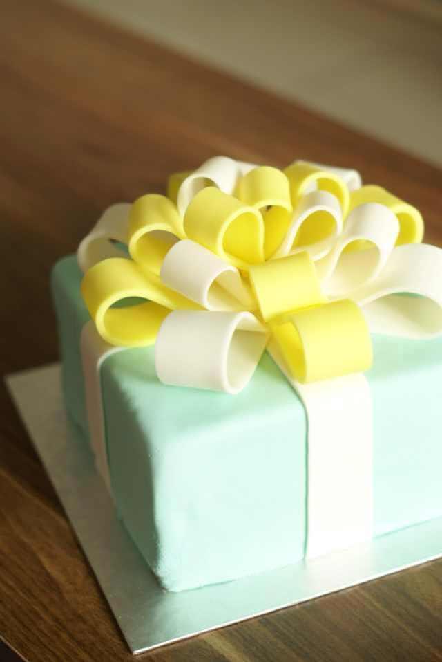黄色食用色素几滴 天蓝色食用色素几滴 tiffany礼物盒蛋糕的做法步骤