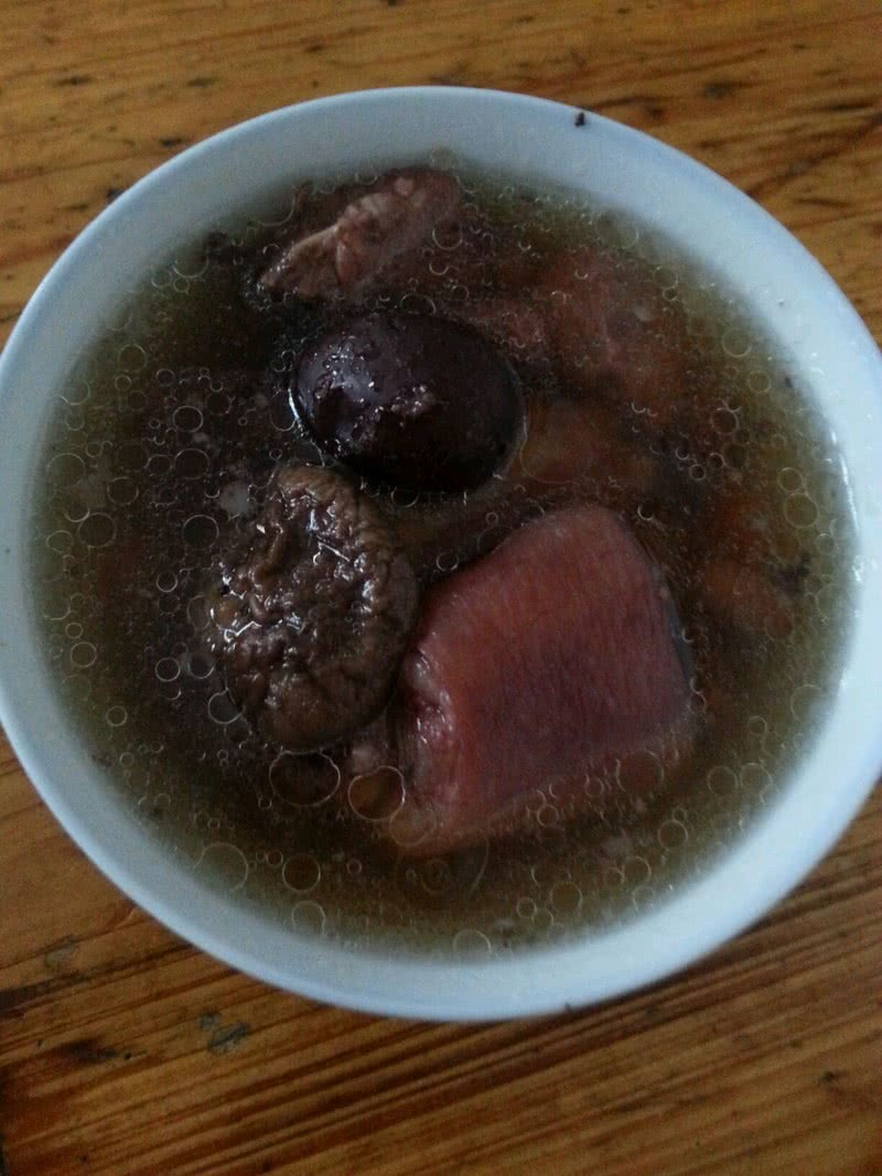 滋补猪尾巴炖花生汤的做法 滋补猪尾巴炖花生汤怎么做好吃 林樊樊 家