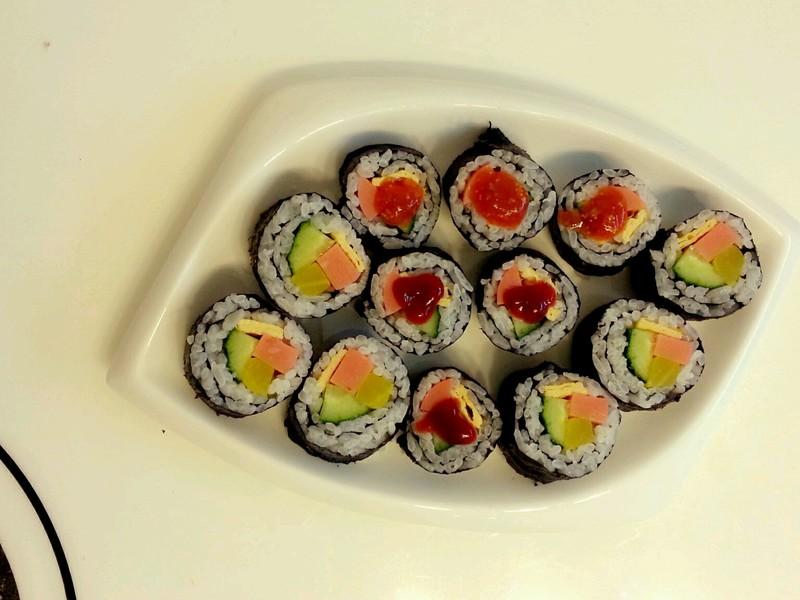 寿司的做法_【图解】寿司怎么做好吃_红色果果_家常