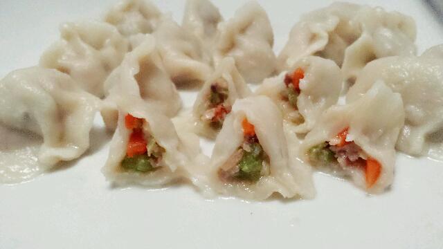 美味芹菜饺子或芹菜香菇红萝卜饺子的做法_【图解】或