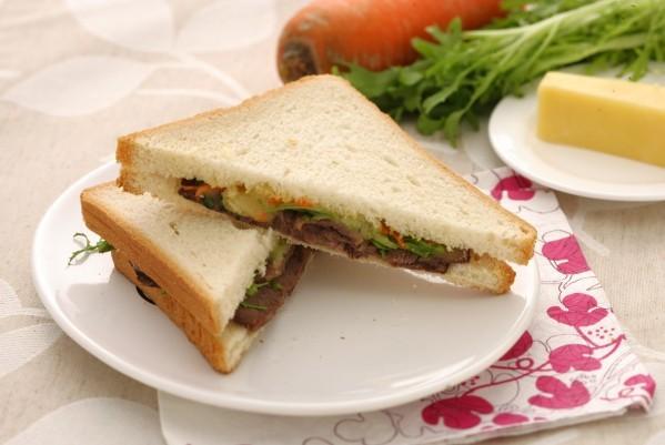 酱牛肉三明治的做法_【图解】酱牛肉三明治怎么做好吃