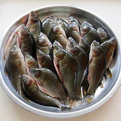 酸豆角焖禾花鱼