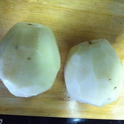 土豆洗净去皮,切块