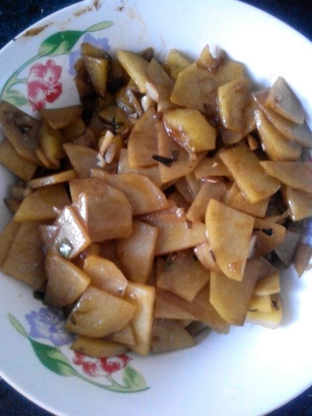 酸辣热汤面 鱼香肉丝 尖椒炒土豆片 玫瑰小花卷 早餐营养鸡蛋饼 炒