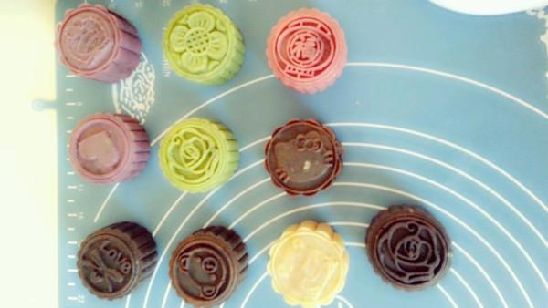 去烘焙馆做的 主料 绿茶 红酒 巧克力 辅料 芝士 步骤      月饼的