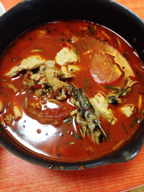 用料 黄骨头 豆腐 西红柿 盐豆瓣酱,曾记鱼火锅底料 姜 蒜 葱 步骤
