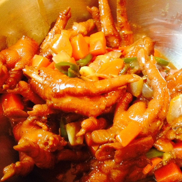2015-05-08用料鸡爪糖盐味极鲜辣椒老抽葱姜蒜绿图片炖鱼大米饭酱油图片