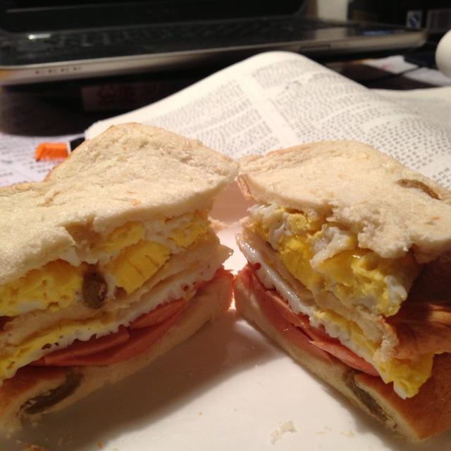 煎蛋火腿三明治的做法
