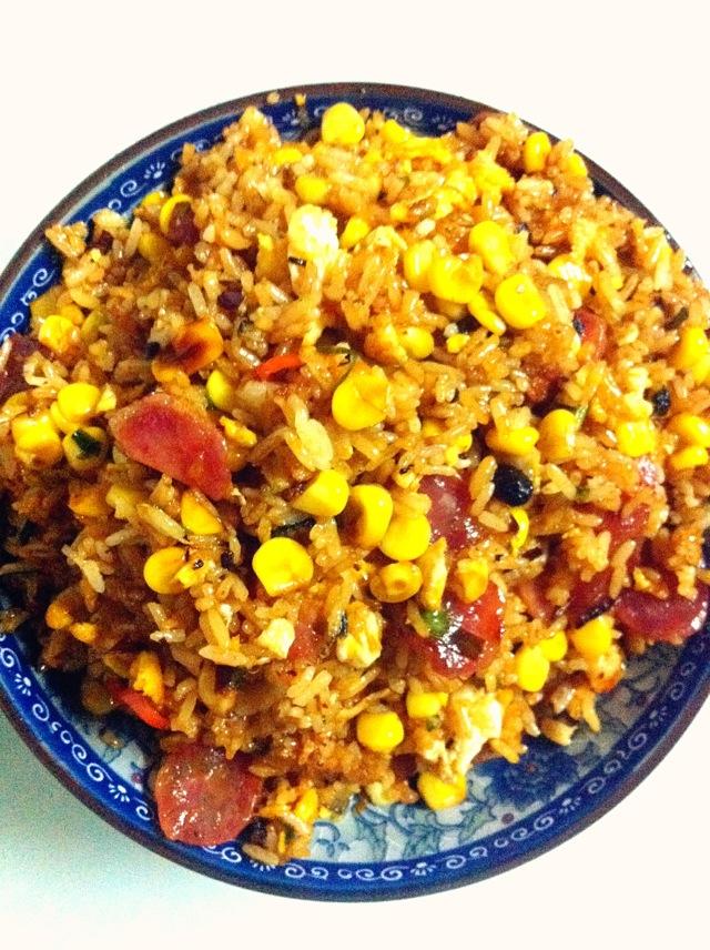 腊肠玉米炒饭
