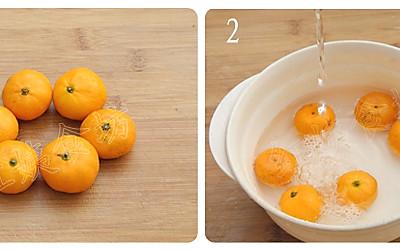 取纸巾或者干净的布,来擦橘子